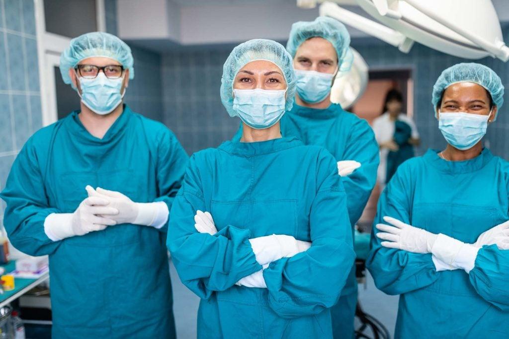 equipo-centro-medico-mascarillas