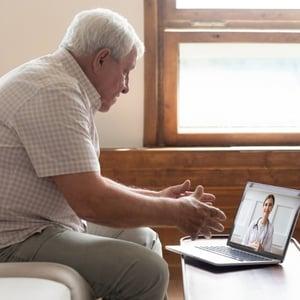 paciente en videollamada consulta online   Doctoralia