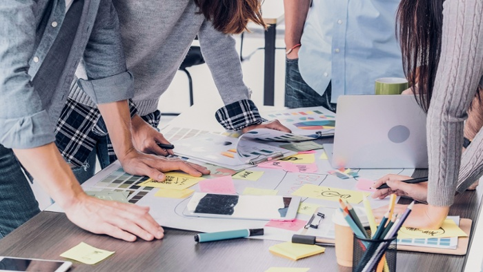 Marketing para clínicas: ¿Contratar una agencia o tener un equipo en plantilla?